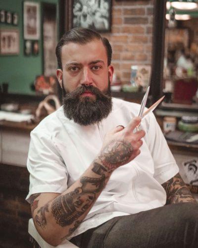 Derek Ivanich barbero
